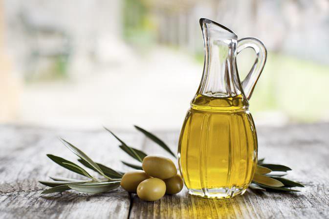 Dưỡng tóc bằng dầu olive